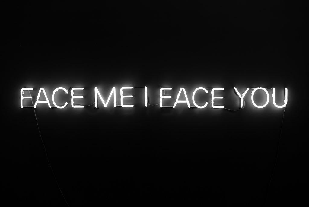 Text Face me I face you